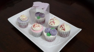 Cupcakes for wedding door give